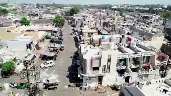 गुजरात में कोरोना का 'हॉटस्पॉट' है जंगलेश्वर, क्लस्टर क्वारंटाइन से दिख रहा ऐसा, VIDEO