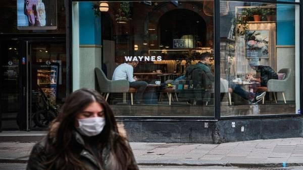 महामारी से बचाव के लिए एक ओर जहां प्रतिबंध थोपे जा रहे हैं, पर यहां आज भी खुले हैं बार व रेस्तरा!