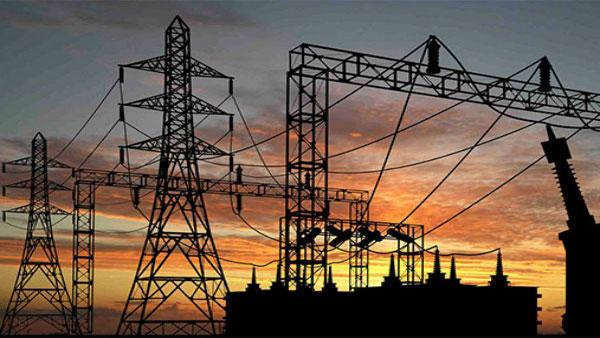 एक साथ लाइटें बंद होने से पावर ग्रिड फेल होने की बात गलत: उर्जा मंत्रालय | Power ministry on apprehensions instability in grid voltage off all lights - Hindi Oneindia