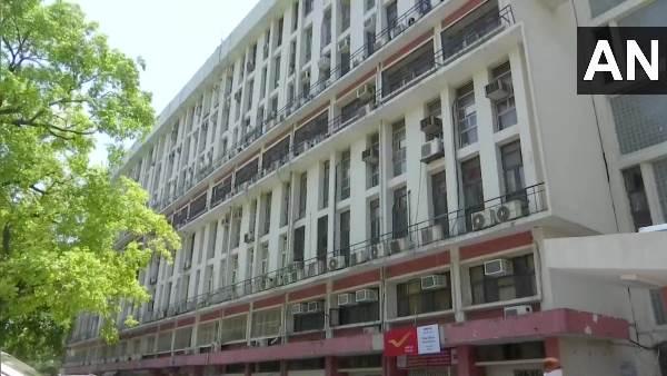 ये भी पढ़िए- कानून मंत्रालय में कार्यरत अधिकारी को कोरोना संक्रमण, शास्त्री भवन की चौथी मंजिल सील