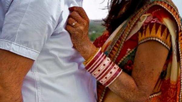 बिहारः बुआ-भतीजे ने मंदिर में की ...