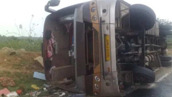 jharkhand ranchi bus road accident many labours injured