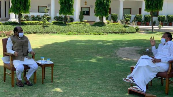 कोरोना संकट को लेकर लोकसभा अध्यक्ष ओम बिरला और उपराष्ट्रपति वेंकैया नायडू ने की मुलाकात