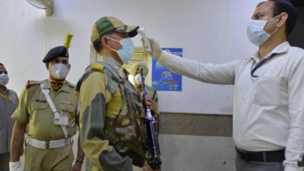 इसे भी पढ़ें- दिल्ली: BSF के 25 जवान निकले कोरोना पॉजिटिव, जामा मस्जिद इलाके में थे तैनात
