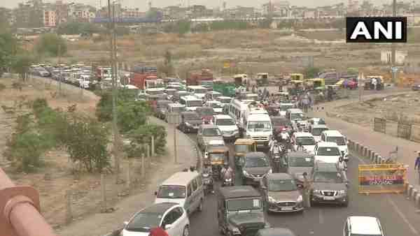 Delhi Ghaziabad Border Update: Traffic congestion at Delhi-Ghaziabad border near Ghazipur