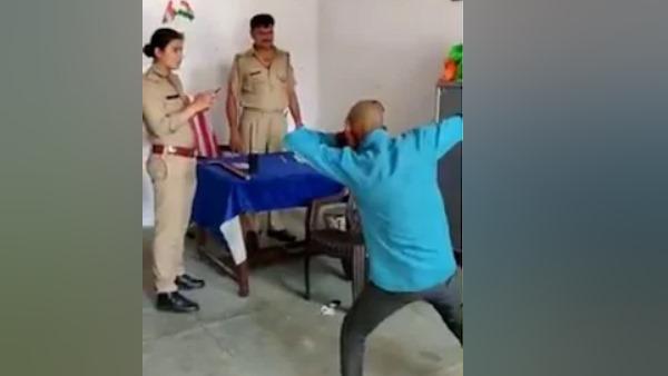 इसे भी पढ़ें- इटावा: पुलिस चौकी में मंदबुद्धि युवक से सपना चौधरी के गाने पर करवाया डांस, एसएसपी ने दरोगा पर की कार्रवाई