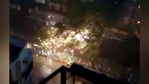 यह पढ़ें: Super Cyclone Amphan: कोलकाता में ट्रांसफार्मर में लगी आग से मची दहशत, Video वायरल