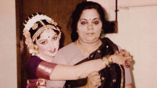 हेमा मालिनी ने शेयर की मां के साथ की पुरानी फोटो, लिखी भावुक पोस्ट