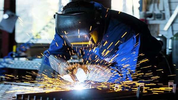 लॉकडाउन: भारतीय उद्योग के राजस्व में 40% गिरावट की उम्मीद, उबरने में पूरा साल लगेगा