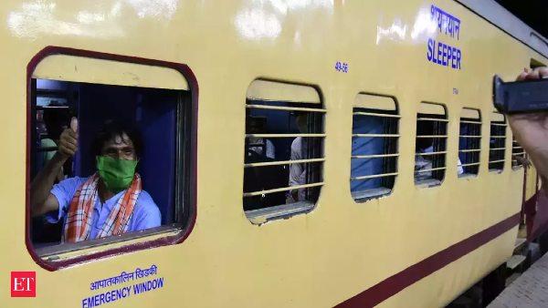 रेलवे ने रचा कीर्तिमान, श्रमिक स्पेशल ट्रेनों से अब तक 10 लाख प्रवासी पहुंचाए गए घर