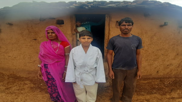 Mukesh Meena Udaipur : राजस्थान में झोपड़ी से निकला जूडो का नेशनल प्लेयर, मां-बाप हैं दिहाड़ी मजदूर