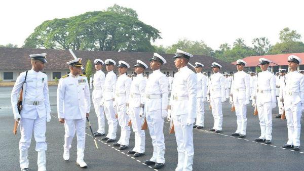 इंडियन नेवी में 2500 पदों पर निकली भर्ती, 12वीं पास कर चुके उम्मीदवार करें अप्लाई