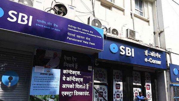 SBI खाताधारकों को डबल झटका,लॉकडाउन के बीच बैंक ने ब्याज दर में की कटौती