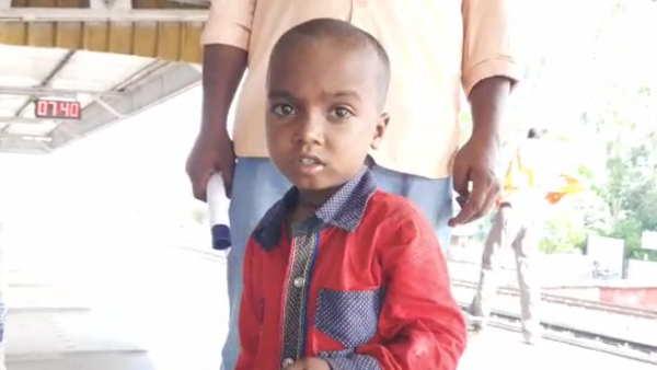 झांसीः पिता की ट्रेन से कटकर हो गई थी मौत और अंधेरों में पटरियों पर ढूंढता रहा तीन साल का बेटा