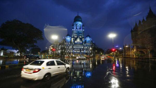 Cyclone Nisarga:120 किमी/ घंटे की रफ्तार से आज मुंबई तट से टकराएगा साइक्लोन,3 और 4 जून बेहद नाजुक, Pics में देखें अबतक का हाल