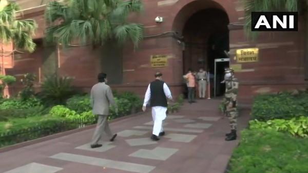 पाकिस्तान में दो भारतीय अधिकारी लापता, विदेश मंत्रालय ने पाक उच्चायोग को किया तलब