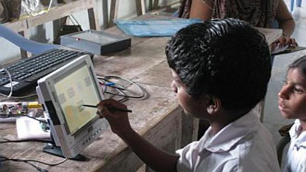 डिजिटल शिक्षा ने और बढ़ाई गरीब और संपन्न परिवार के छात्रों के बीच की खाई