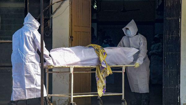 इसे भी पढ़ें- मुंबई: बिना कोरोना जांच रिपोर्ट आए अस्पताल ने परिजनों को सौंपा शव, 500 लोगों के संक्रमित होने का खतरा