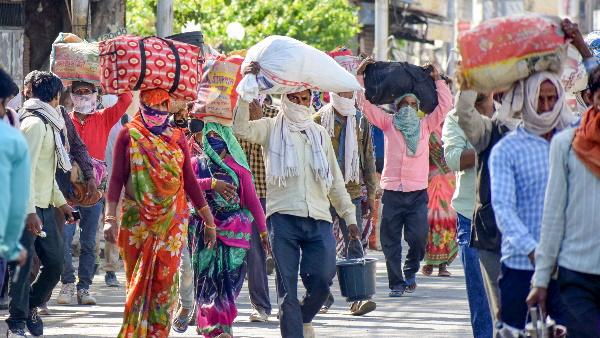 Abhishek Singh IAS: कोरोना काल में मजदूरों के लिए मसीहा बना ये अफसर, सोनू सूद से थोड़ा हटकर है इनका काम