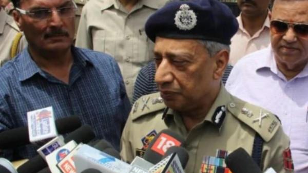 जम्मू कश्मीर के पूर्व डीजीपी ने की मांग- घाटी में हिंदुओं को दिए जाएं हथियार और ट्रेनिंग