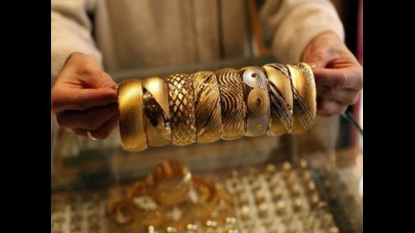 Gold Rate: वेडिंग सीजन में सोना धड़ाम, 1255 रू गिरे चांदी के दाम, जानिए आज का गोल्ड रेट