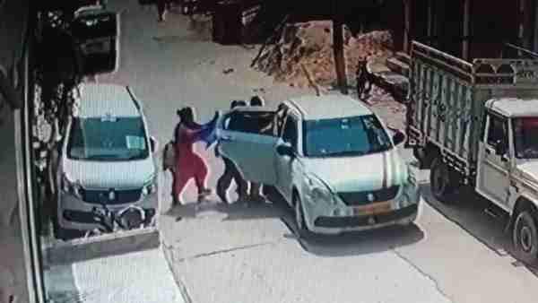 ये भी पढ़ें:- मां को धक्का दे युवती का फिल्मी स्टाइल में किया अपहरण, CCTV में कैद हुई वारदात