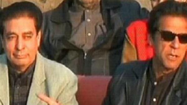 Pakistan: पीएम इमरान खान के मंत्री बोले-टिड्डी खाने से खत्म हो जाएगी कोरोना वायरस महामारी-Video