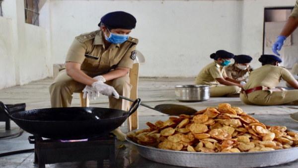 Saroj Kumari IPS : मसीहा बनीं राजस्थान की अफसर बेटी, गुजरात में रोजाना 600 लोगों को करवाया भोजन