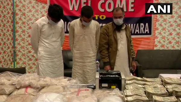 इसे भी पढ़ें- जम्मू-कश्मीर: 21 किलो हेरोइन और करोड़ों नकदी के साथ लश्कर के तीन आतंकी गिरफ्तार