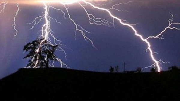 begusarai three people died due to thunderstorm