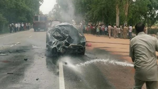three killed four injured in road accident in hathras