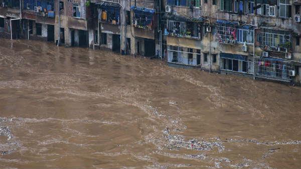 <strong>यह भी पढ़ें-चीन में 22 साल बाद खतरनाक बाढ़, सैंकड़ों लोग हुए लापता</strong>