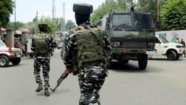 जम्मू कश्मीर के सोपोर में CRPF की टीम पर आतंकी हमला, एक जवान शहीद, दो की हालत गंभीर