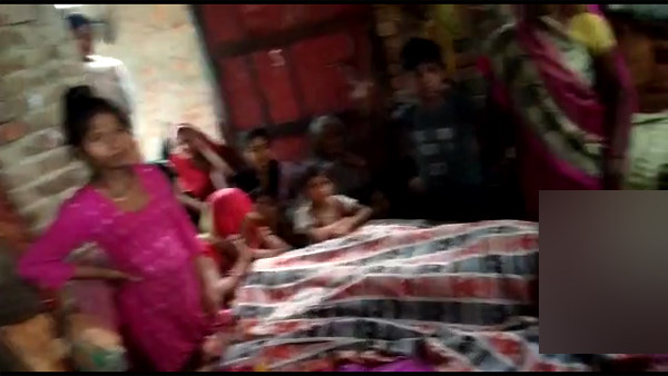 man died due to wall collapse by heavy rain in gonda
