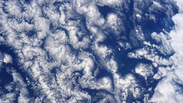 नासा ने शेयर की बादलों की अद्भुत तस्वीर, किसी ने बताया दिमाग जैसा तो किसी को लगी जादुई