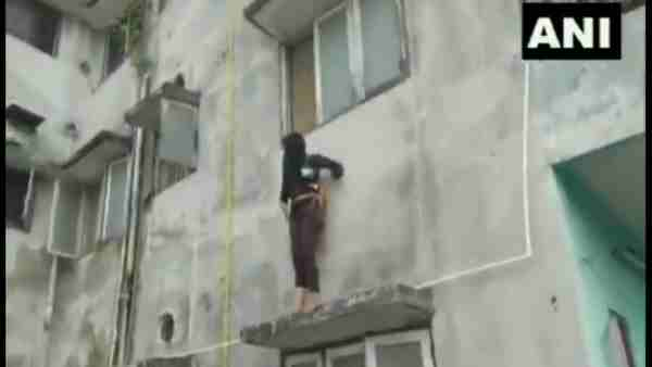 fire brigade successfully rescued a girl trying to commit suicide
