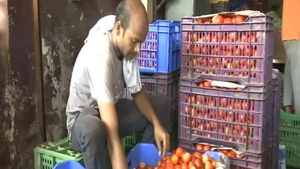 tomato prices Rs 70 per kg in Delhi NCR green vegetables price hike