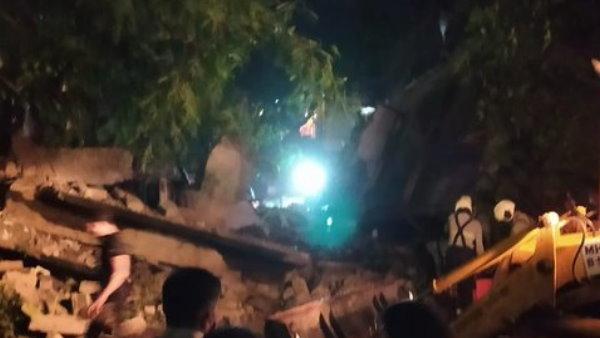 मुंबई के बांद्रा इलाके में खाली इमारत का हिस्सा गिरा, रेस्क्यू ऑपरेशन जारी