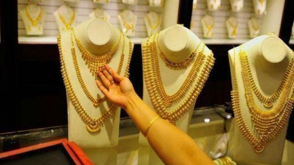 Gold-Silver Rate: गुड न्यूज, इस हफ्ते सोने में आई 3300 रु की गिरावट, जानें किस भाव पर मिल रहा है सोना-चांदी