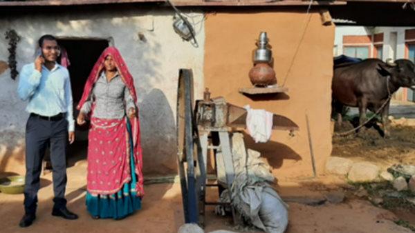 IAS Success Story : BPL परिवार का बेटा बना IAS, पिता की मौत के बाद मां ने मजदूरी करके पढ़ाया