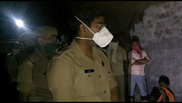 wife found dead with two children at bijnor, police caught husband