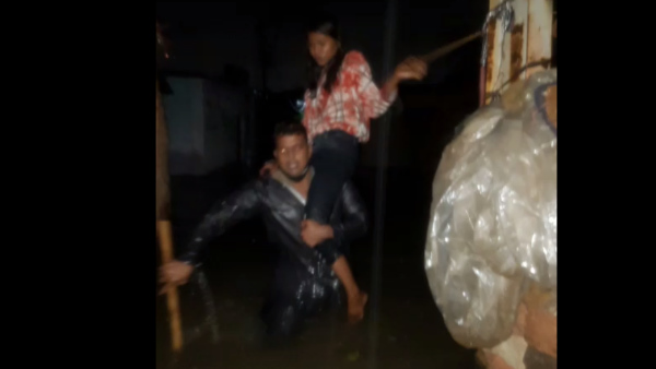 Heavy rain in Neelganga Area of Ujjain Many people rescued by Police