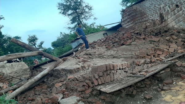 House collapsed in Nodhana village of Bharuch, 12 & 13-year-olds Two girls died