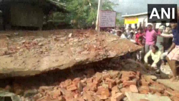 मथुरा: बारिश में गिरा यात्री स्टैंड, बुजुर्ग की दबकर मौत, सीएम योगी ने की मुआवजे की घोषणा