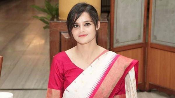 ब्यूटी विद ब्रेन है IPS नवजोत सिमी, ऑफिस में ही IAS तुषार सिंगला से की थी  लव मैरिज, देखें तस्वीरें   navjot simi IPS is India's most beautiful Lady  Police Officer Marry