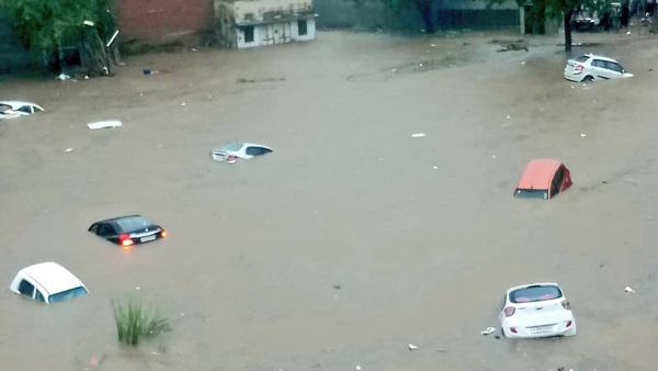जयपुर की भारी बारिश ने याद दिला दी साल 1959 की, इन 10 तस्वीरों ने देखें पानी का खौफनाक मंजर