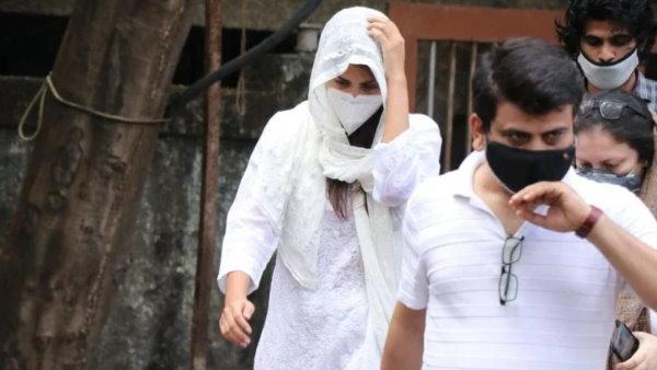 सुशांत की मौत के अगले दिन गुपचुप तरीके से मॉर्चरी गई थीं रिया, विकास सिंह का बड़ा आरोप