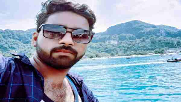 Journalist Rohit Srivastava extreme step by jumping into Ganges river