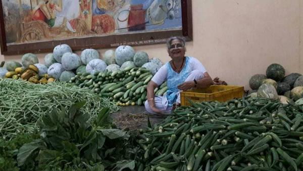 Fact Check: क्या साल में एक बार मंदिर के सामने सब्जियां बेचती हैं इंफोसिस फाउंडेशन की चेयरपर्सन?