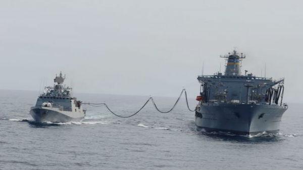 अरब सागर में दिखा भारत-अमेरिका के बीच तालमेल: भारतीय नौसेना के INS तलवार ने US नेवी के टैंकर से लिया ईंधन